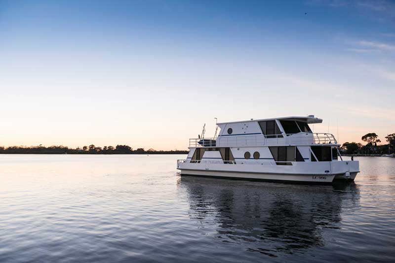 gippsland-lakes-boating